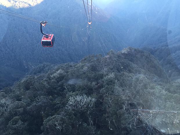 Những du khách miền Nam đầu tiên đặt chân lên đỉnh Fansipan bằng cáp treo
