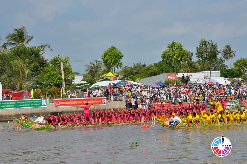 Chuyến đi thưởng thức đua ghe ngo trong Lễ hội Oóc Om Bóc - Tỉnh Sóc Trăng 2018